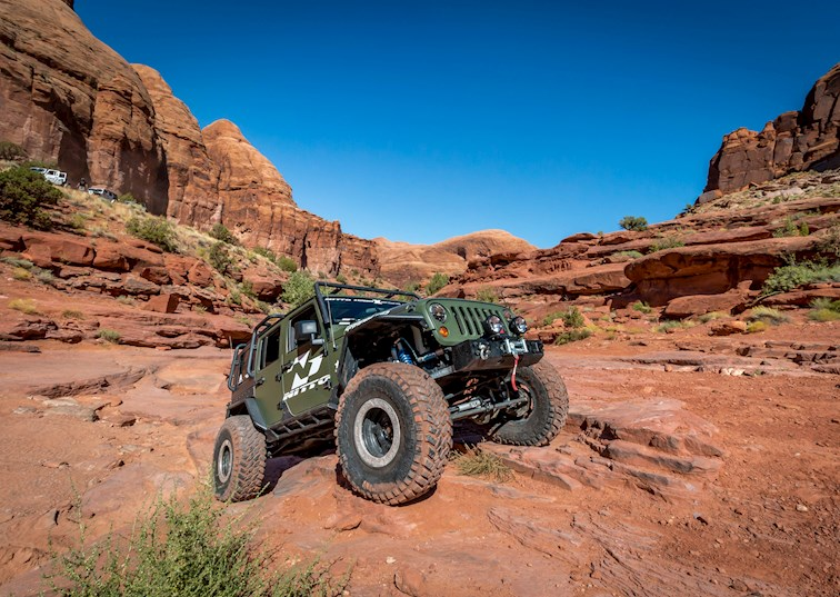 kicking off moab 39 s 2015 easter jeep safari on wipe out hill drivingline. Black Bedroom Furniture Sets. Home Design Ideas
