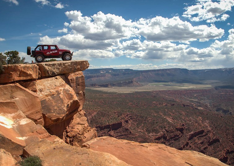 Hot Tubs and Top of the World at the 2016 Easter Jeep Safari [Video]
