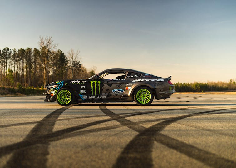 Vaughn Gittin Jr.'s 900hp 2016 Ford RTR Mustang Drift Car Is All Sorts of Awesome