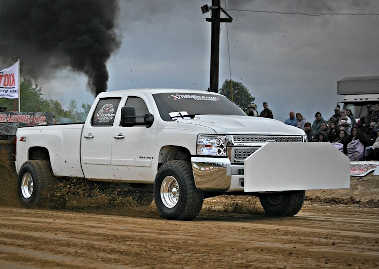 The Race to 300: Diesel Truck Pulling at Its Best