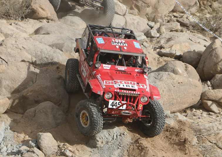 two wide 007 koh mel wade off road evolution race jeep front crawling