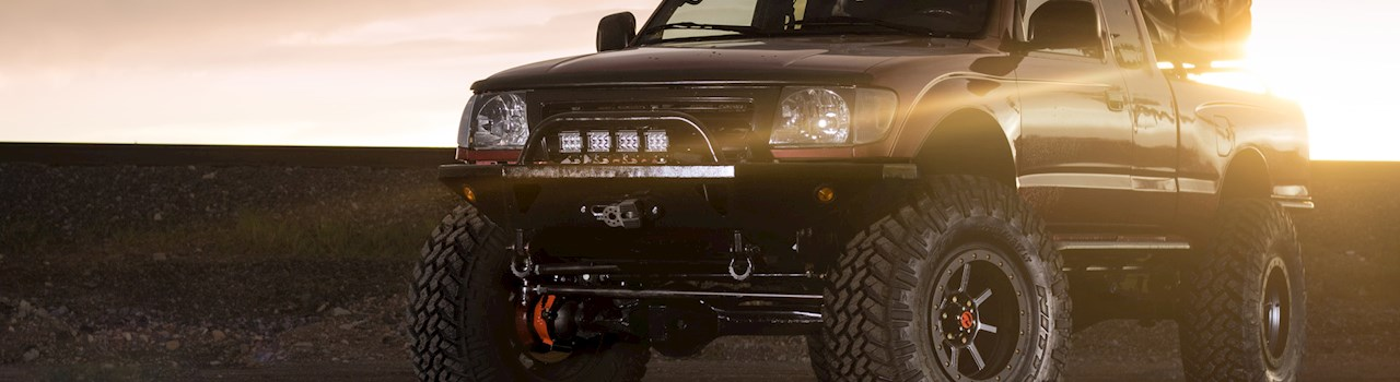 Supreme Taco: A Solid-Axle 2000 Toyota Tacoma Built to Trail Grapple