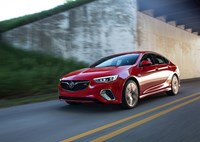 two wide 2018 buick regal gs 022