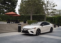 two wide feature 2018 toyota camry xse review 02868