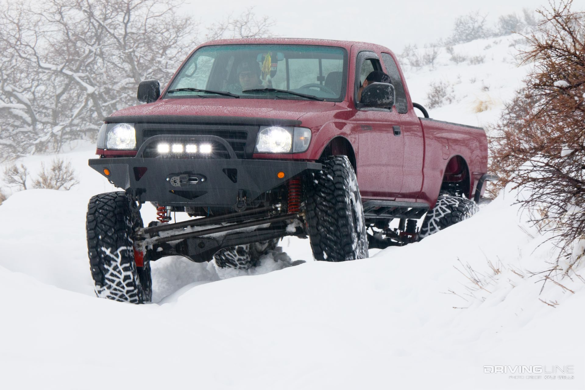 Supreme Taco: A Solid-Axle 2000 Toyota Tacoma Built to ...